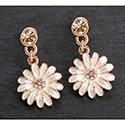 Earrings Dainty Daisy